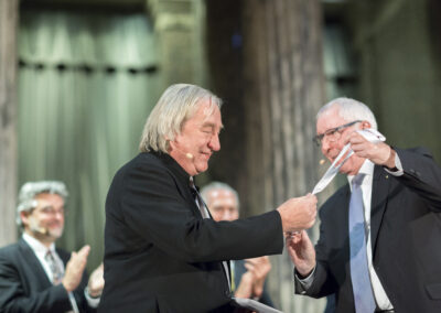 Steven Holl receiving The Daylight Award for Architecture at 2016 ceremony
